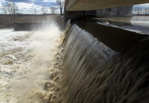 JOE.BRYKSA@FREEPRESS.MB.CA Near Portage La Prairie- ( See  Bart's Flood coverage )-   A controlled amount of water from the Assiniboine River  is sent towards Winnipeg  from Portage Diversion spillway  Monday .-  JOE BRYKSA/WINNIPEG FREE PRESS- Apr 18, 2011