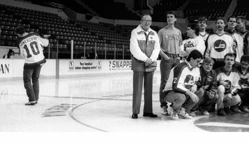 Winnipeg Free Press / KEN GIGLIOTTI APRIL 18 1990 - an unhappy  Jets # 10 Dale Hawerchuk unexpextedly leaves  during team photo , he later asks to be traded and is dealt to Buffalo .  - Photo Book Project - Wpg Winnipeg Jets Hockey Club - NHL National Hockey League return -  ( kgjets brings up all Wpg Jets recovered photos in Merlin new book project pics will have slug newjets  for archive pics put in after june 7 2011 )  photos cannot be  published without written permission from the Winnipeg Free Press and credit must include  the Winnipeg Free Press and photographer with each photo -