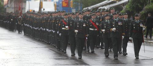 Brandon Sun Lt.-Col. Michael Wright, commanding officer, 2nd Battalion Princess Patricia's Canadian Light Infantry, leads his soldiers on parade at City Hall during the Freedom of the City ceremony on Saturday. (Bruce Bumstead/Brandon Sun)