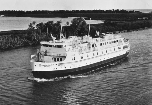 Winnipeg Free Press Archives MS Lord Selkirk II July 30, 1973 The M.S. Lord Selkirk II heads up the Red River from Winnipeg toward her Selkirk base. The luxury cruise ship is equipped to handle 130 passengers on cruises lasting from two days to seven days.