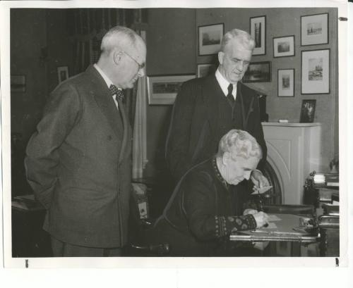 Winnipeg Free Press Archives Winnipeg WWII Home Front February 5, 1941 As the Manitoba war savings certificates drive gathers momentum for its starting day, Friday, Mrs. R. F. McWilliams is pictured signing her pledge at government house, as a monthly war saver towards the province's S520.000 monthly goal. On the right, the lieutenant-governor watches with approval before signing his own. At the left is G. F. Pearson, chairman of the Manitoba committee.