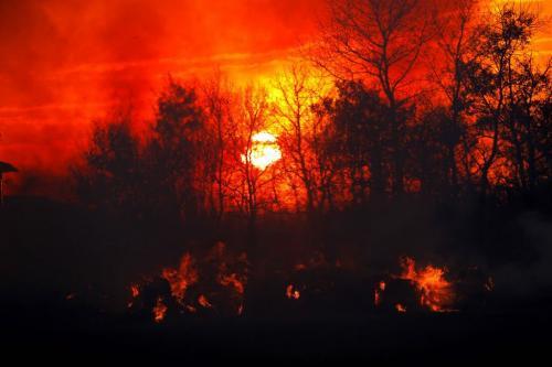 Vita Manitoba wild fires. Sunset fire south of Vita. OCTOBER 2, 2012  BORIS MINKEVICH / WINNIPEG FREE PRESS