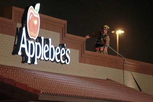 October 7, 2012 - 121007  - Firefighters respond to Applebee's on Pembina after smoke was reported to be coming from the ventilation system Sunday October 7, 2012.  John Woods / Winnipeg Free Press