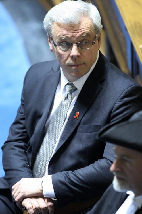 Premier Greg Selinger listens as Chief Justice Richard Scott on behalf of Lt-Gov. Phillip Lee gives the throne speech in he Manitoba Legislature Monday afternoon-See Bruce Owen story- November 16, 2012   (JOE BRYKSA / WINNIPEG FREE PRESS)