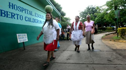 Family (some bearing gifts) arrive at Managua's Hospital Escuelda, Dr. Roberto Caulderon Gutierrez. THey provide not only moral support but food, care and everything from showers to clean sheets. Phil Hossack / Winnipeg Free Press October 25, 2012