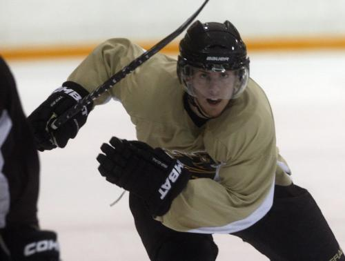 UofM Bison men's hockey team forward #19  Ian Duval 6ft presently tied for third in Canada West Conference scoring – Ashley Prest story   KEN GIGLIOTTI / FEB 6 2013 / WINNIPEG FREE PRESS