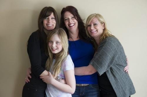 030213 Winnipeg- (L-R back row) Nicki, Tara, and Krystal Stratton with Nicki's daughter Kate Clement (age 10) second from left. For Gord Sinclair article about all three sisters surviving breast cancer, and the death of their mother Audrey from colon cancer. DAVID LIPNOWSKI / WINNIPEG FREE PRESS
