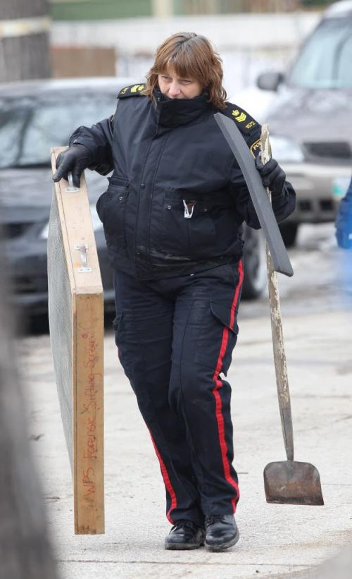 Winnipeg Police identification officers gather evidence from Tuesday afternoon homicide scene in the 500 block of Langside St Wednesday afternoon –standup photo- April 03, 2013   (JOE BRYKSA / WINNIPEG FREE PRESS)