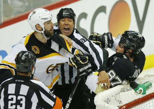 Boston Bruins' Zdeno Chara (L) tangles with Pittsburgh Penguins' Sidney Crosby during the second period of Game 1 of their NHL Eastern Conference finals hockey playoff series in Pittsburgh, Pennsylvania June 1, 2013. REUTERS/Brian Snyder (UNITED STATES  - Tags: SPORT ICE HOCKEY)   - RTX108T0