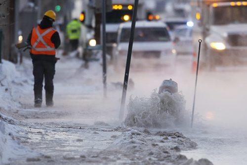 January 20, 2014 - 140120  -  Crews were called to a water main break on Logan Avenue at Keewatin Street Monday, January 20, 2014. John Woods / Winnipeg Free Press