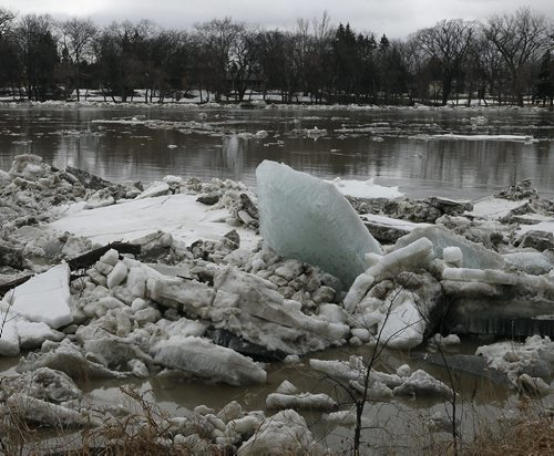 Stdup , Ice is moving along the Red River heading north  at Kildonan Park , big slabs of green  ice  have run up along the shore line .April 21 2014 / KEN GIGLIOTTI / WINNIPEG FREE PRESS
