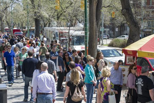 140523 Winnipeg - DAVID LIPNOWSKI / WINNIPEG FREE PRESS (May 23, 2014)  There were long lineups at the food trucks and hotdog carts over the lunch hour no an unseasonably warm Friday afternoon.