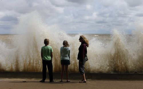 Local Prov. . RtoL Sharon Myshkowsky , her daughter Camryn age 12 and Tyson Groot age 12  watch breaking waves  at Wpg Beach .  Crashing waves that flooded the beach as visitors  and locals arrive to watch the water at  Winnipeg Beach. High winds cause water to  crash over the break wall at boardwalk and bike path , the boardwalk is closed due to a   High water.  Wind advisory. Winnipeg Beach Mayor Tony Pimentel says Boardwalk Days are still on . Our annual summer festival returns for another year featuring a HUGE midway by Wondershows, an outdoor craft & vendor market under a tent, pancake breakfast, parade and FIREWORKS. Wonder Shows Friday 5-11pm Saturday noon-11pm Sunday noon-5pm Outdoor Market Friday 5-11pm Saturday noon-11pm Sunday noon-5pm Parade Saturday 11am from Prospect & Maple to downtown Big Slick & Whole Lotta Angus Saturday 7pm on the Bandstand Fireworks Saturday @ dusk Pancake Breakfast & Fire Department Open House Sunday 8-noon at the Fire Hall- story by Adam Wazny  July 14 2014 / KEN GIGLIOTTI / WINNIPEG FREE PRESS