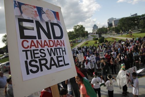 July 14, 2014 - 140714  -  Palestinian supporters hold a peaceful rally at the Manitoba Legislature Monday, July 14, 2014. John Woods / Winnipeg Free Press