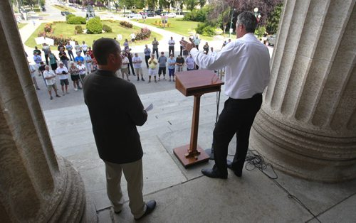 Progressive Conservative Leader Brian Pallister adresses about 120 people who have property in the Lake Manitoba area who attended a rally organized by PC MLAs  in front of the Manitoba Legislative Bld. Tuesday. Larry Kusch story.  Wayne Glowacki/Winnipeg Free Press August 19 2014