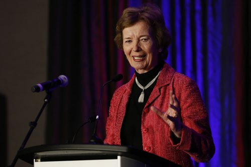 October 28, 2014 - 141028  - Mary Robinson, former president of Ireland and United Nations High Commissioner for Human Rights, speaks at a We Day dinner, Tuesday, October 28, 2014. John Woods / Winnipeg Free Press