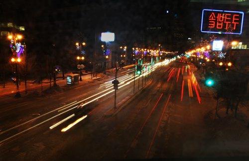 Smooth Traffic- Warmer weather and clean streets have seen smooth moving traffic through downtown Winnipeg Tuesday- as seen from the Carlton and Portage Ave walkway-standup photo – Jan 06, 2015   (JOE BRYKSA / WINNIPEG FREE PRESS)