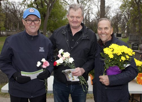 Visitors to historic Elmwood Cemetery on Mother's Day were greeted by Friends of Elmwood Cemetery board members and staff handing out fresh and potted flowers on May 10, 2015. Pictured, from left, are Jim Baker (president, Manitoba Hotel Association), Holly Cowan (Contemporary Printing Services) and Wayne Rogers (executive director, Friends of the Elmwood Cemetery). JOHN JOHNSTON / FOR THE WINNIPEG FREE PRESS