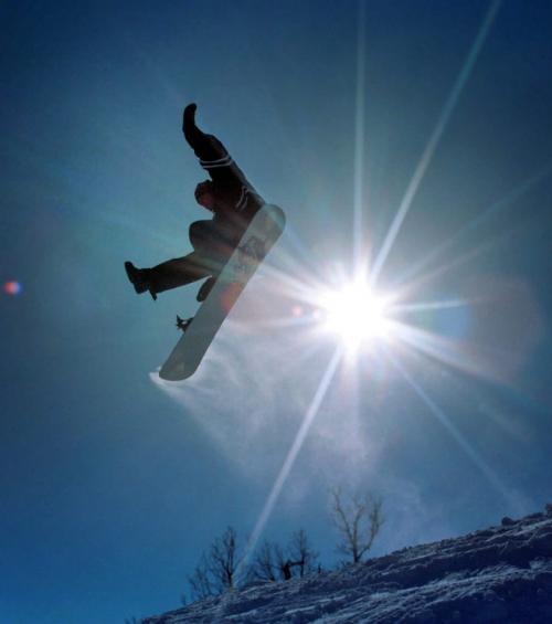 Marc Gallant / Winnipeg Free Press. Local- WINTER FILE. Snowboarder at Stony Mountain Ski Hill. November 14, 2006.