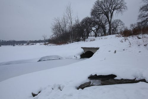 Culvert that opens into the Red River at St. John's Park on Main Street and Mountain Ave. View looking north east. View looking south,     See story on raw sewage emptying into the river.   Aldo Santin.  Jan 20, 2016 Ruth Bonneville / Winnipeg Free Press