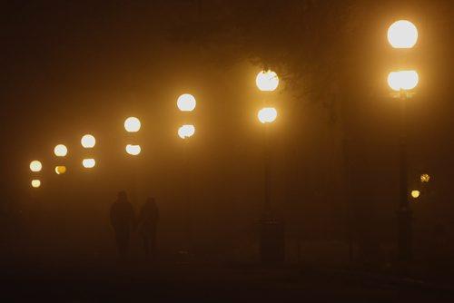 JOHN WOODS / WINNIPEG FREE PRESS A couple walk hand-in-hand through the legislature grounds during a thick fog Sunday, March 13, 2016.