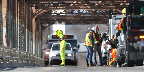 WAYNE GLOWACKI / WINNIPEG FREE PRESS  The southbound lane on the Louise Bridge is temporarily closed until  3:30 p.m on Tuesday for repairs to an expansion joint plate.  April 26 2016
