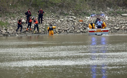 WAYNE GLOWACKI / WINNIPEG FREE PRESS  The Fire Rescue unit and Winnipeg Police on scene after a body was found in the Red River¤Wednesday morning¤by ¤Kildonan Park.¤ (The body had been loaded in the boat at this point). May 11  2016