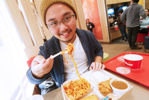 JOHN WOODS / WINNIPEG FREE PRESS Jay Jimenez eats at Jollibee Monday, March 27, 2017.