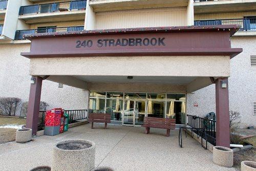 BORIS MINKEVICH / WINNIPEG FREE PRESS 240 Stradbrook Avenue. Riverview Towers. Apartment near Stradbrook and Donald. April 26, 2017