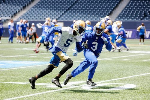 JUSTIN SAMANSKI-LANGILLE / WINNIPEG FREE PRESS Wide Receiver L'Damian Washington (L) evades teammate Kevin Fogg during a scrimmage at Tuesday's practice at Investor's Group Field. 170620 - Tuesday, June 20, 2017.
