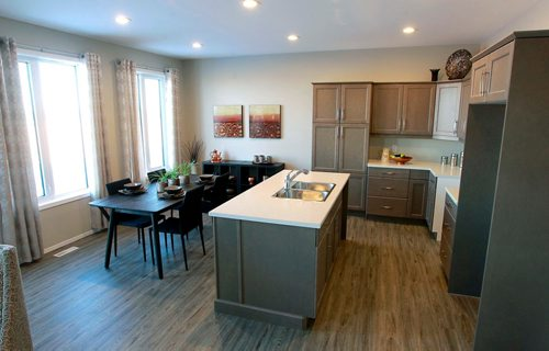 BORIS MINKEVICH / WINNIPEG FREE PRESS NEW HOMES - 139 Castlebury Meadows Drive. Kitchen and eating area. TODD LEWYS STORY  Feb. 12, 2018