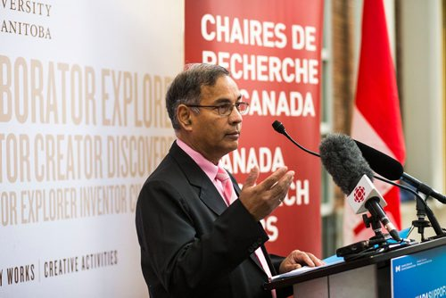 MIKAELA MACKENZIE / WINNIPEG FREE PRESS Digvir Jayas introduces the speakers at an announcement for national investments in the Canada Research Chairs Program at the University of Manitoba in Winnipeg on Wednesday, Nov. 14, 2018.  Winnipeg Free Press 2018.