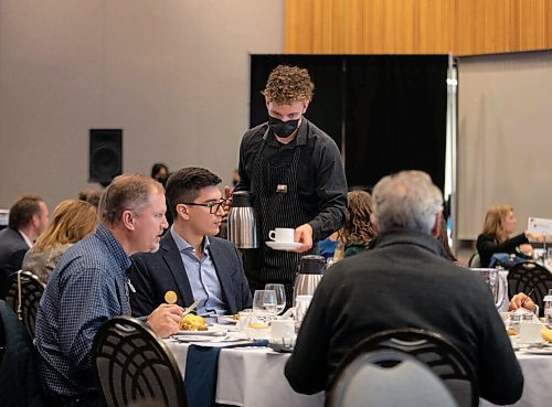 JESSICA LEE / WINNIPEG FREE PRESS  Guests at the Winnipeg Chamber of Commerce's first in-person luncheon since 2020 held at RBC Convention Centre on October 22, 2021.